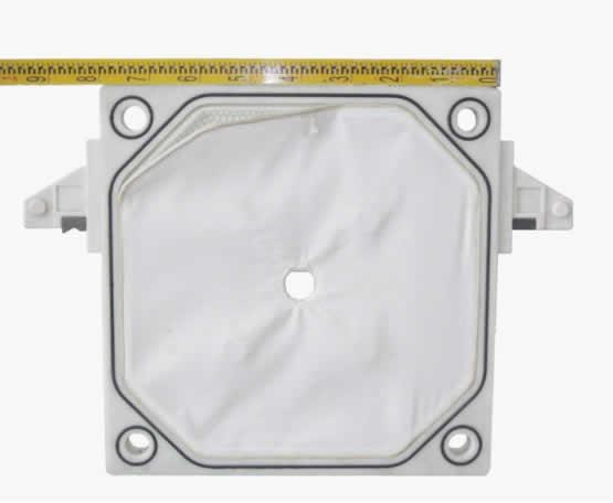 Polyester filter fabric gasket in a frame and filter plate